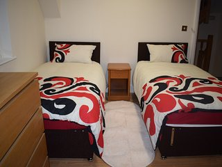 Cosy 2 Beds en-suit and kitchennet! - Greenford vacation rentals