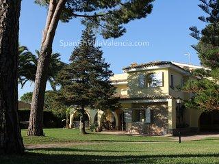 Perfect 6 bedroom Pucol Villa with Deck - Pucol vacation rentals