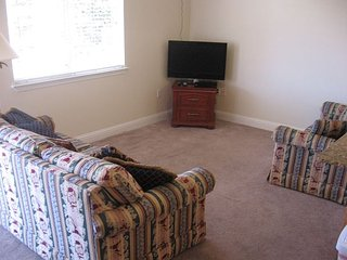1 Bedroom / 1 Bath unit .within walking distance to beach - Biloxi vacation rentals