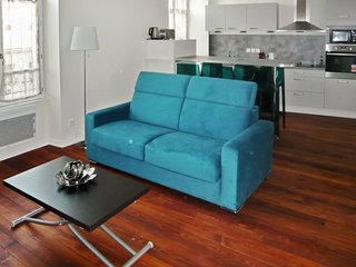 Modern, 2-bedroom apartment in Troyes with WiFi, few steps from the train station – sleeps 6! - Troyes vacation rentals