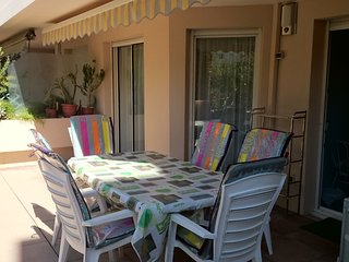 Apartment with one room in Hyères, with wonderful city view, enclosed garden and WiFi - 3 km from the beach - Hyeres vacation rentals