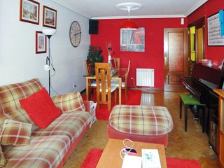 Cosy, 2-bedroom apartment in Langreo, northern Spain with a vinyl player – 30km from the beach! - Langreo vacation rentals
