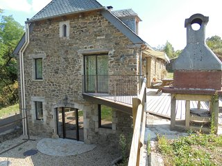 Rustic, 4-bedroom house in Castelnau-de-Mandailles with a furnished garden – sleeps 10! - Castelnau-de-Mandailles vacation rentals