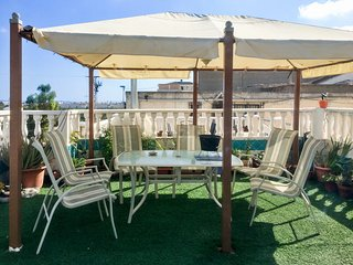 Apartment with one room in Benijófar, with wonderful mountain view, furnished terrace and WiFi,10 km from the beach - Formentera Del Segura vacation rentals