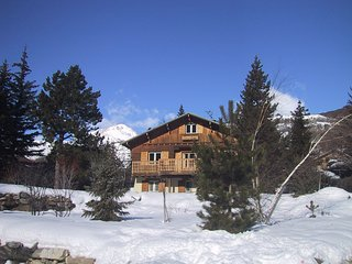 Chalet Le Tisonnier - Chalet with 4 rooms in Saint-Chaffrey, with wonderful mountain view, enclosed garden and WiFi - 100 m from the slopes - Saint-Chaffrey vacation rentals