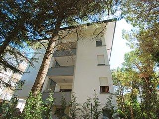 2 bedroom Condo with Shared Outdoor Pool in Lignano Sabbiadoro - Lignano Sabbiadoro vacation rentals