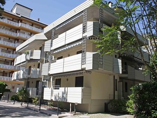 Bright 1 bedroom Lignano Sabbiadoro Apartment with Television - Lignano Sabbiadoro vacation rentals