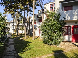 Nice 4 bedroom Apartment in Lignano Sabbiadoro with Internet Access - Lignano Sabbiadoro vacation rentals