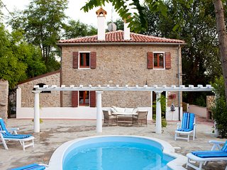 Comfortable House with Internet Access and Shared Outdoor Pool - Gemmano vacation rentals