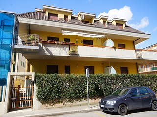 Gorgeous San Benedetto Del Tronto vacation Apartment with Television - San Benedetto Del Tronto vacation rentals