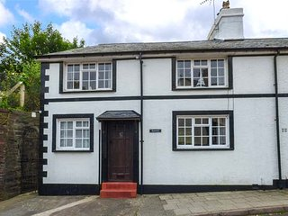 KYNASTON COTTAGE character cottage, pet-friendly, close to beach, walks and cycle rides, WiFi, in Aberdovey Ref 936048 - Aberdovey vacation rentals