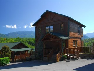 Amazing Mt. Leconte View! 5 Min. to Gatlinburg, Pool, Game Room, TV'S on Deck! - Gatlinburg vacation rentals