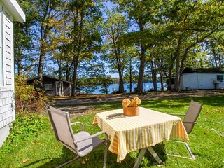 Charming bayview cottage with a deck & garden - 200 feet from the water! - Harpswell vacation rentals