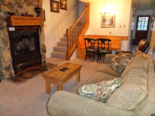 Valley Condos #108 - WiFi, Washer/Dryer, Community Hot Tubs, Playground, Creek - Red River vacation rentals