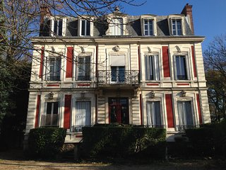 19th century Bourgeois Duplex Apartment - Joinville-le-Pont vacation rentals
