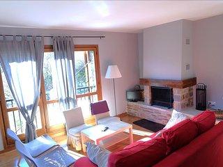 Oreja de Oso - Apartamento Superior de 2 dormitorio y 2 baños (311A) - Escarrilla vacation rentals
