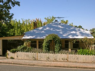 Oats Cottage, Central Hahndorf - Hahndorf vacation rentals