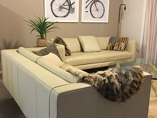 LeederVILLA, a hop, skip & a cycle! - West Leederville vacation rentals