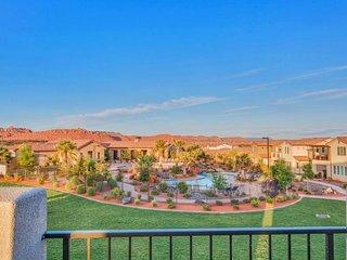 Beautiful home for 12 w/ access to resort pool & hot tub - Santa Clara vacation rentals