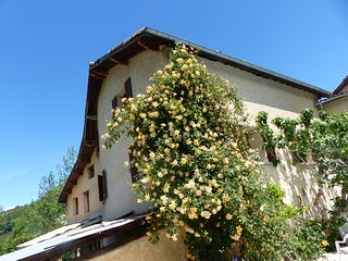 Offering views of the garden or the Durance Valley. - Venterol vacation rentals
