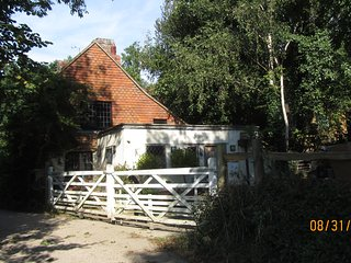 18th Century Cottage with views and walks - Battle vacation rentals