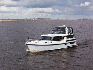 2 bedroom Yacht with Parking in Kortgene - Kortgene vacation rentals