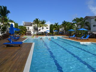 """Hibiscus"" Luxury Poolside Apartment on Beach + Wifi + TV's - Cas En Bas vacation rentals"