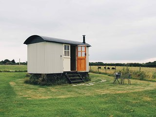 Stables Farm Shepherds hut Stalisfield - Stalisfield vacation rentals