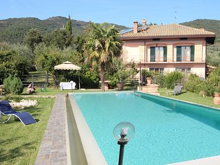 Comfortable 4 bedroom House in Luino with Shared Outdoor Pool - Luino vacation rentals