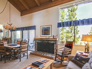 Fine lodge, access to pools, hot tub, & tennis, near skiing! - Truckee vacation rentals