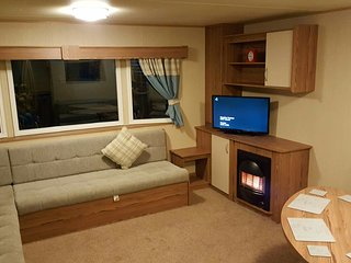 Luxurious swift HORIZON 6 month old 8 Berth Caravan For Hire - Berwick upon Tweed vacation rentals