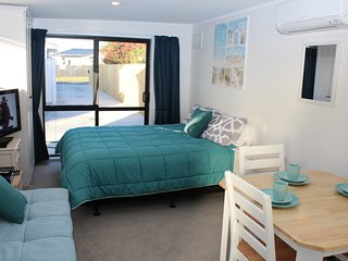 Cozy Mount Maunganui vacation House with Deck - Mount Maunganui vacation rentals