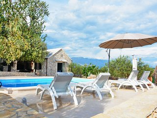 Bright 2 bedroom Pucisca House with Internet Access - Pucisca vacation rentals