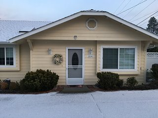 Sheri's Cottages LLC/ 2048 Hubbard Lane, Grants Pass, OR. 97527 - Grants Pass vacation rentals