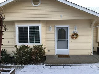 Sheri's Cottages LLC/ 2050 Hubbard Lane, Grants Pass, OR. 97527 - Grants Pass vacation rentals