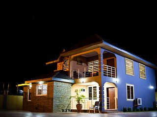 Bays Lodge - Accra, Opposite The Junction Mall - Nungua vacation rentals