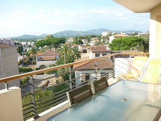 Bright apartment in St Raphael (French Riviera) with a balcony, great views and AC - Saint Raphaël vacation rentals
