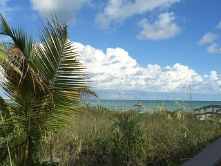 Mandolin Bay Villas - 1st Fl - Bright, Beautiful, Minutes to Beaches, Pool, WiFi - Fort Myers vacation rentals