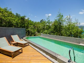 Sea View 3-Bed Townhome w/ Pool in Patong - Patong vacation rentals