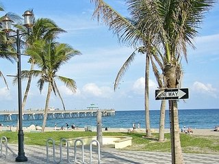 Cozy Renovated Condo One Block to Beach and Restaurants - Deerfield Beach vacation rentals