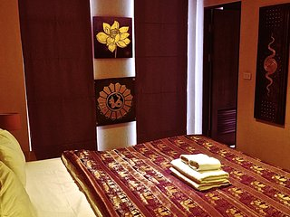 LOCATION LOCATION LOCATION NIGHT BAZAAR - Chiang Mai vacation rentals