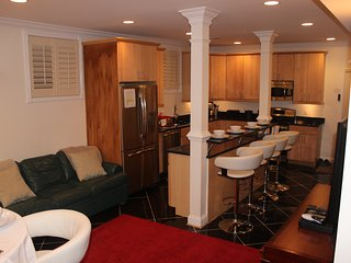 Grand Family Condo-3Bedrooms with 7 Real Beds - Washington DC vacation rentals