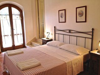 Sorbo country house apartment near sea sleeps 4-5 - Santa Maria di Castellabate vacation rentals