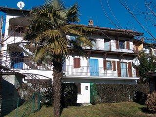 Appartamento Gina posto al centro di caratteristico borgo alture Lago d'Orta - Armeno vacation rentals