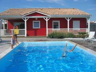Maison Rouge classée 3 étoiles avec piscine chauffée - Brem Sur Mer vacation rentals