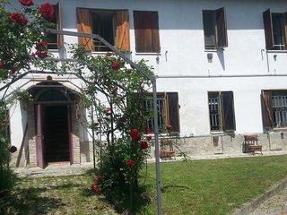 IL NOCCIOLINO: un intero casale a disposizione - Ponzano Monferrato vacation rentals