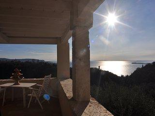 Splendida villa per 6 pers. con vista lago, terrazze panoramiche, AC, posto auto - Toscolano-Maderno vacation rentals