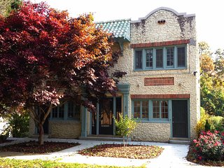Historic 20's Spanish Revival Apartment Less Than 1 Mile From Downtown Asheville - Asheville vacation rentals