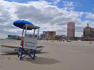 Cozy 3-Bd Rm Apartment Six Blocks from the Beach and Casinos - Atlantic City vacation rentals