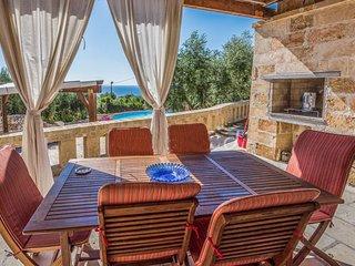 Appartamento con splendida terrazza e piscina - Marina di Novaglie vacation rentals